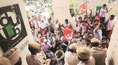More than 700 Rehri Fadi workers protest in Panchkula
