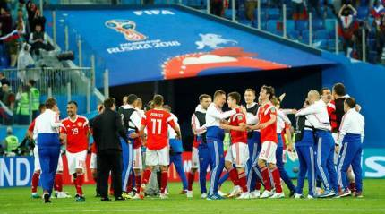 Russia on brink of World Cup knockouts