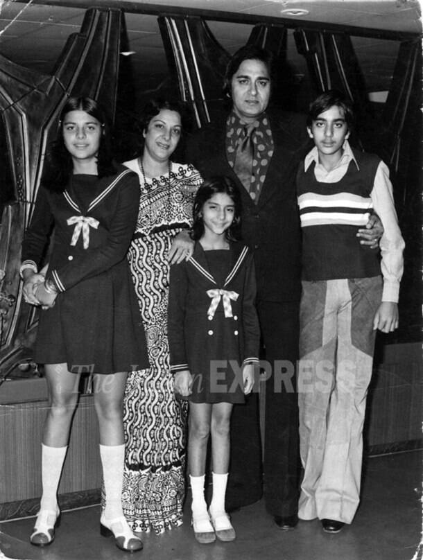 sunil dutt family photo