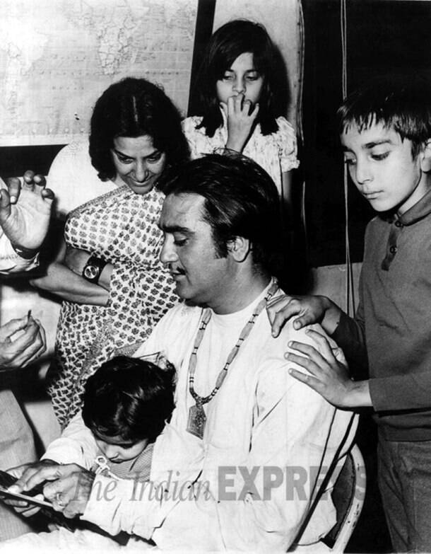 sanjay dutt on sets with sunil dutt