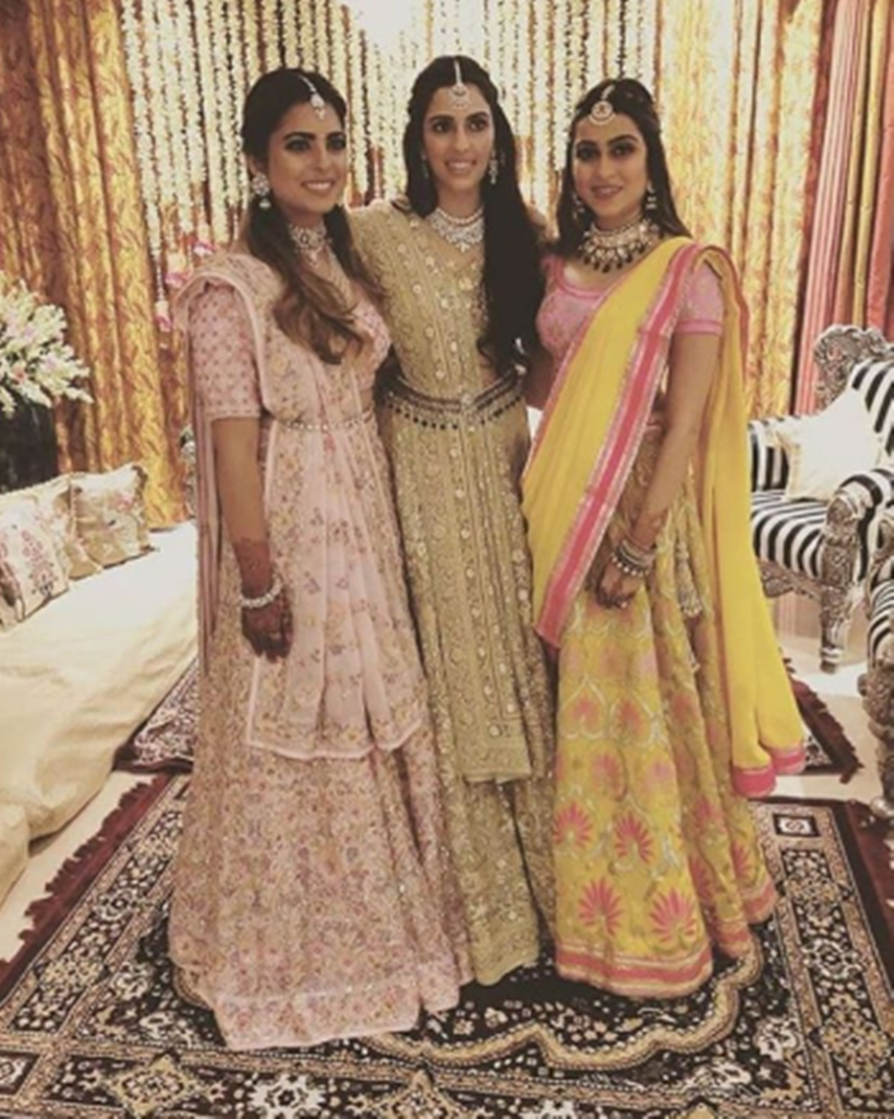 shloka Mehta was seen with Isha Ambani and Diya Mehta Jatia.