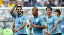 Suarez scores to take Uruguay into last-16
