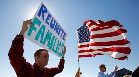 Judge tells US to pay costs of reuniting migrant families