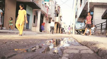 Water contamination: Mayor takes stock of Mauli Jagran in Chandigarh, visits residents admitted to hospital
