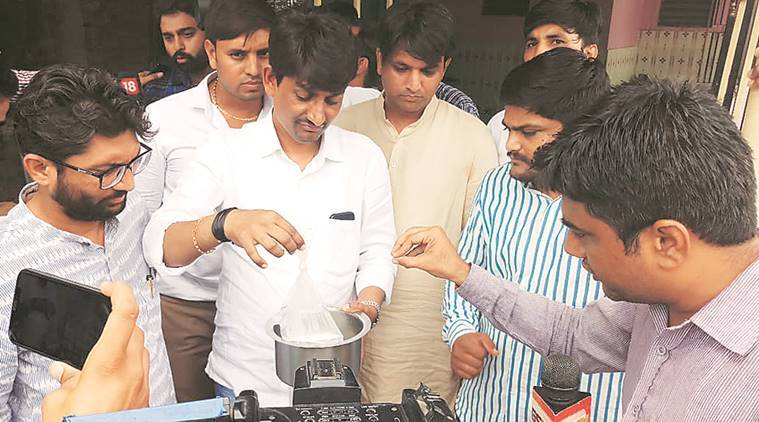 ongress' Alpesh Thakor says MLAs have power to do 'Janata Raids', police slam vigilantism