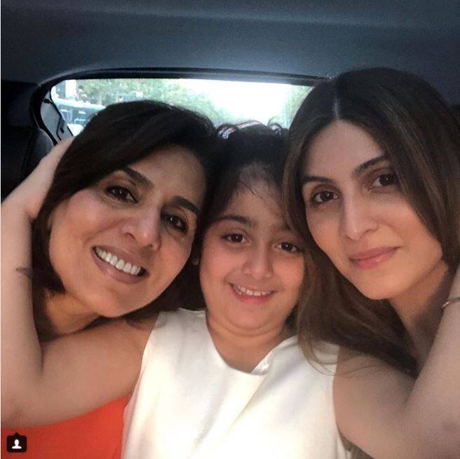 riddhima kapoor with neetu singh and daughter