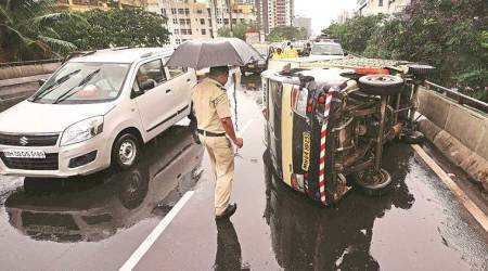 Lalbaug: Congestion on flyover as tempo turnsturtle