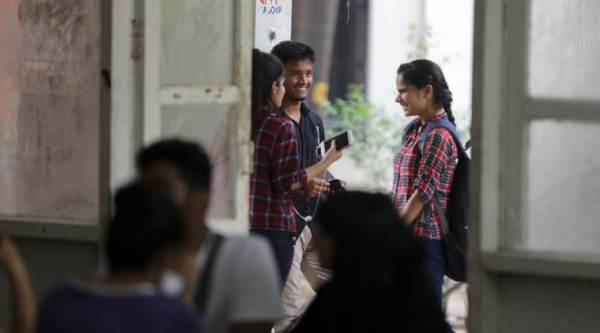 DU journalism students flag infrastructure issues with V-C