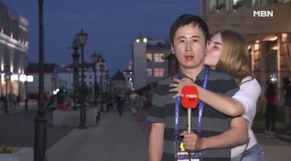 FIFA. FIOFA reporter kissed, FIFA russia reporter kissed, FIFA 2018 korean reporter kissed by girls, FIFA 2018 Korean male reporter kissed by girls, sexual harassment FIFA, korean reporter kissed by girls video, korean reporter kissed, Indian express, Indian express news
