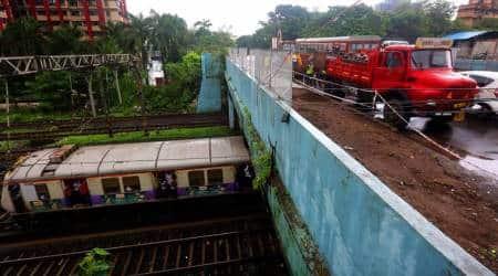 Ghatkopar: Shut over 'minor cracks', road overbridge  reopens after 12hours