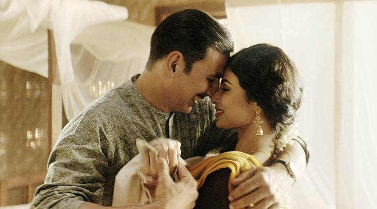akshay kumar and mouni roy in gold song