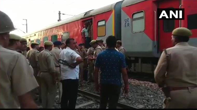Howrah-New Delhi Rajdhani Express halted after bomb scare