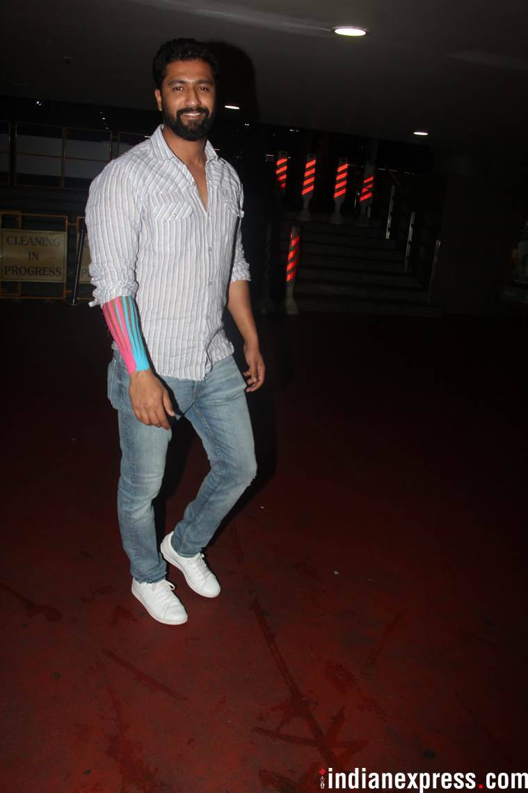 vicky kaushal at mumbai airport