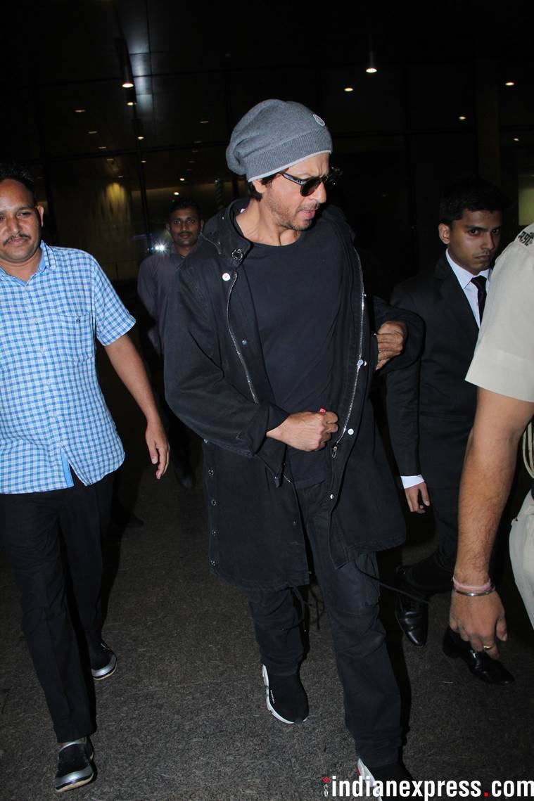 shah rukh khan at mumbai airport