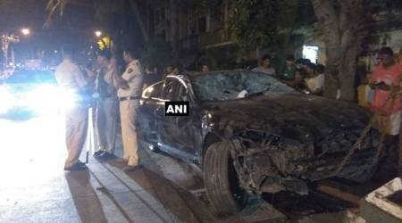 Mumbai: 4 injured after Jaguar rams into 10 vehicles, locals thrash driver