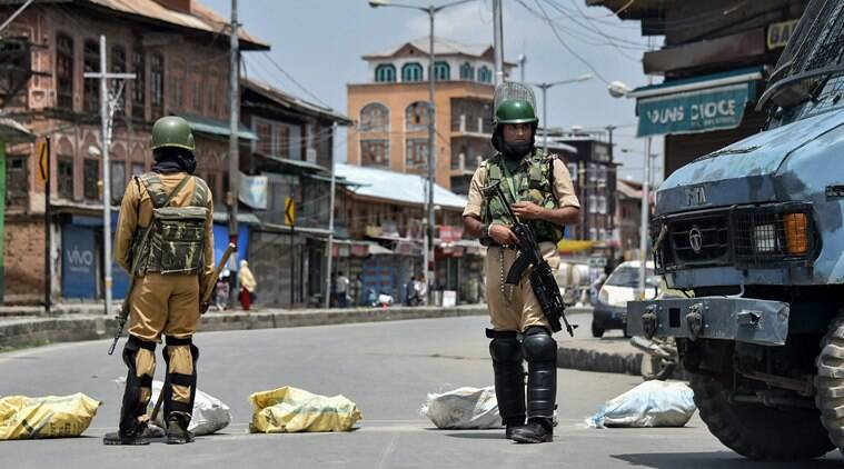 Srinagar, Jammu and Kashmir, Hurriyat leader Mirwaiz Umar Farooq, Hurriyat leader detained, march to the Martyrs' Graveyard, Jammu and Kashmir separatists, India news, Indian express, Indian express news