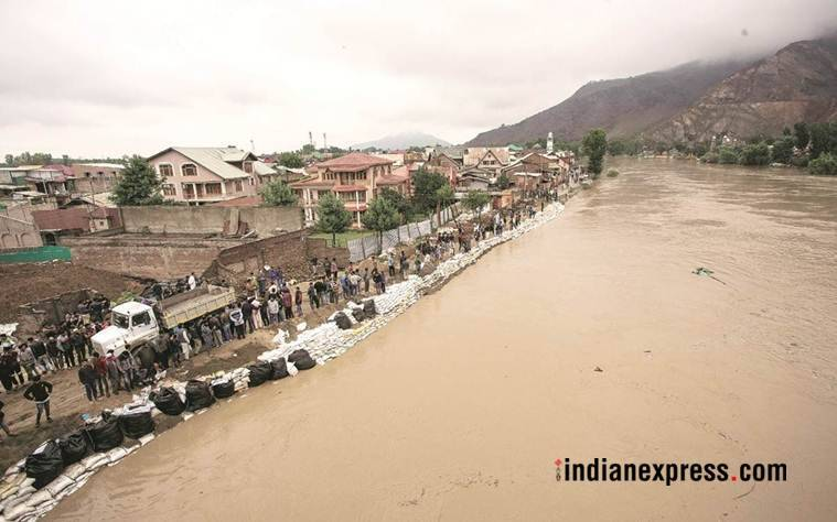 kashmir flood, srinagar, jammu kashmir, j&k weather, jhelum river overflow, kashmir rains, indian express