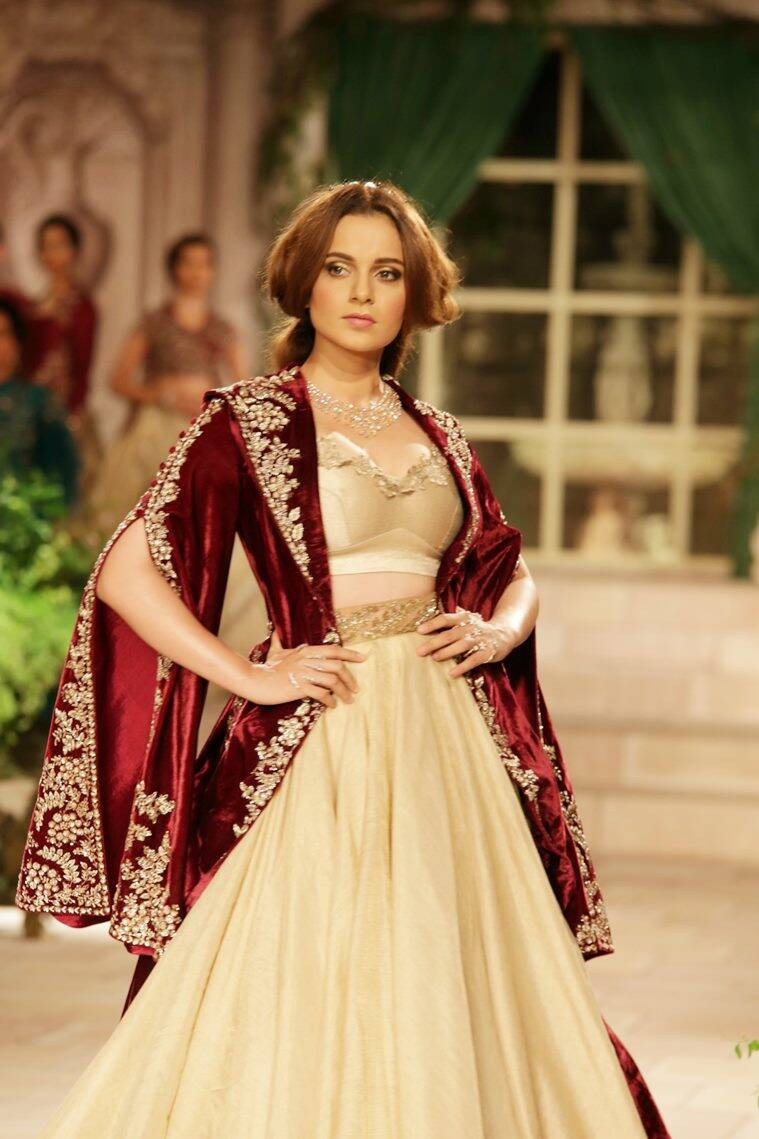 Kangana Ranaut, India Couture Week 2018, Anju Modi, Kangana Ranaut Anju Modi, Kangana Ranaut India Couture Week 2018, Anju Modi India Couture Week 2018, A maiden's prayer, Kangana Ranaut latest photos, Kangana Ranaut updates, celeb fashion, bollywood fashion, indian express, indian express news