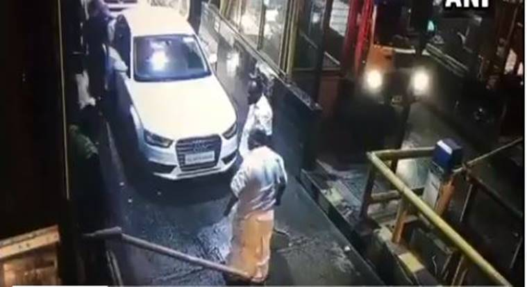 Kerala MLA Breaks Toll Plaza Barrier In Thrissur Says I Dont - Barrier audi