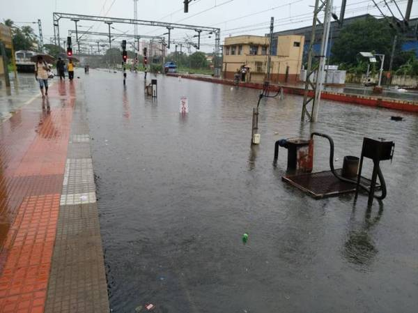 Kerala drowns in heavy monsoon shower, IMD says more rain to come