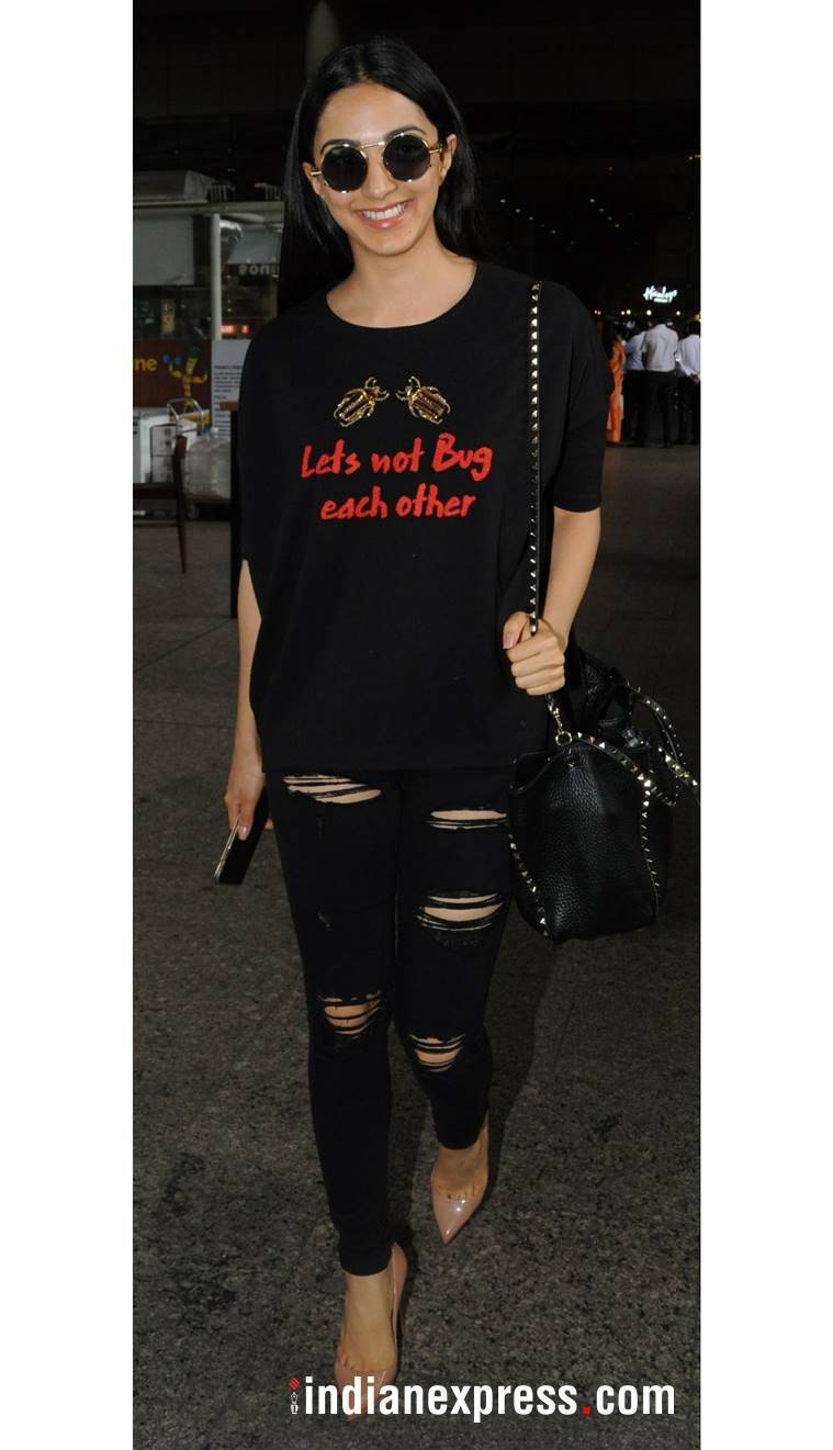 kiara advani, kiara advani latest photos, kiara advani fashion, kiara advani airport look, kiara advani airport style, kiara advani lettered tees, indian express, indian express news