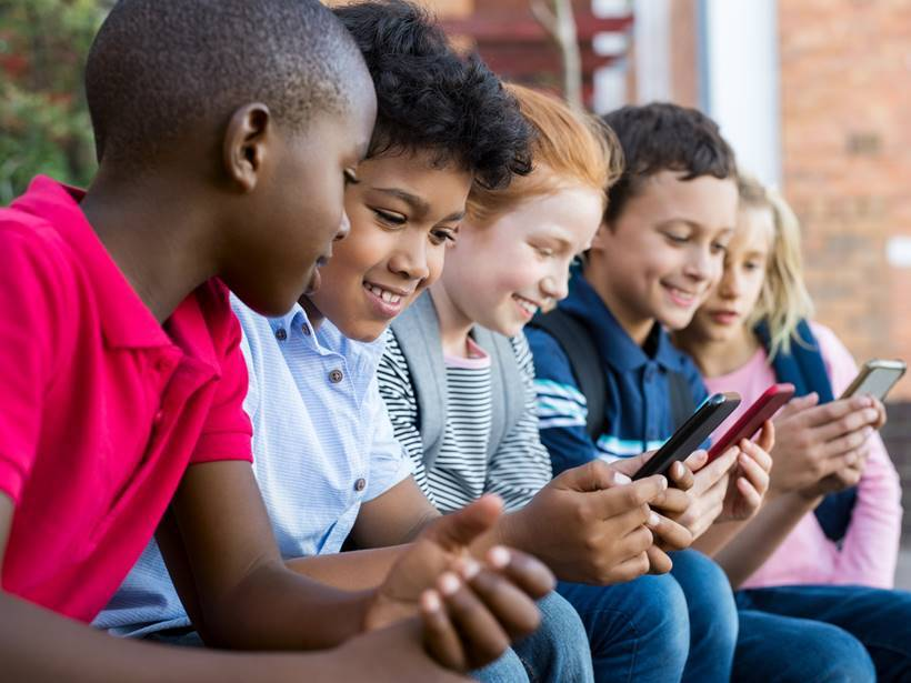 What is the right age to give a child a cell phone, cellphone for kids, cellphones kids safety, express parenting