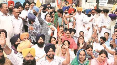 Punjab: SAD, BJP protest against Mayor, lock gate of Ludhiana MC building