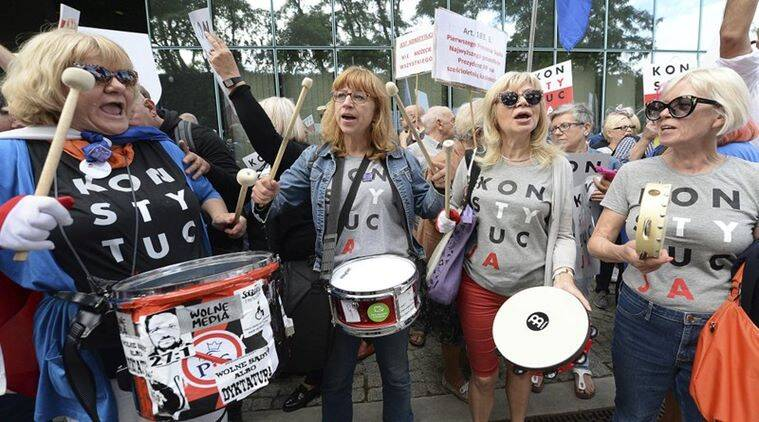 Poles protest the forced retirements of Supreme Court judges
