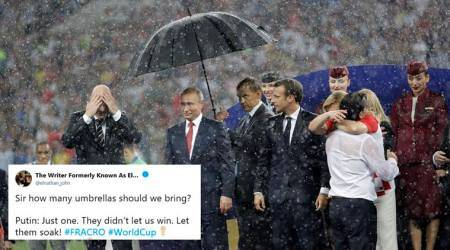 FIFA World Cup Final: Russian Prez Putin shows he's the boss, gets an umbrella while others get drenched