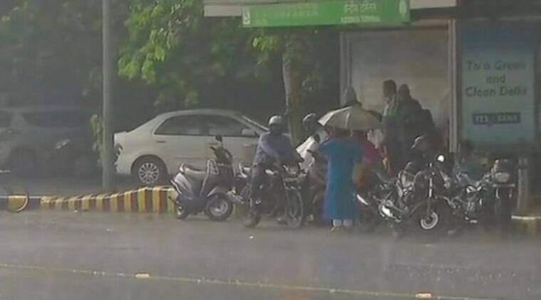 delhi rains, delhi monsoon, delhi gets rains, rains lash delhi, delhi rain news, delhi weather, delhi weather live updates,, delhi rain traffic jam, traffic jam in delhi