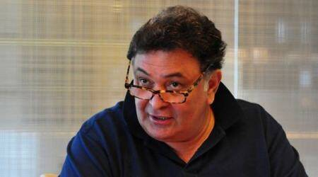 Rishi Kapoor heads to America for medical treatment, asks fans not to worry