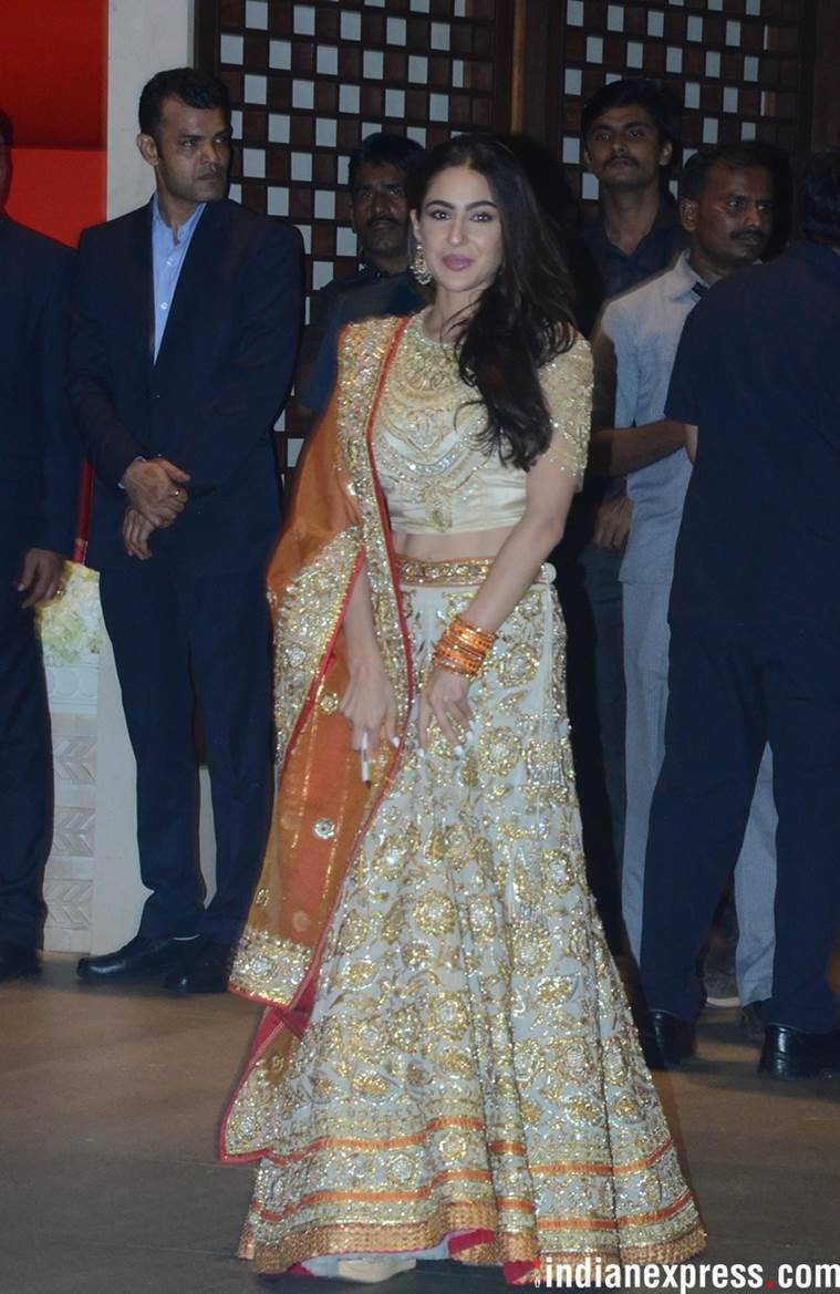 sara ali khan, sara ali khan fashion, sara ali khan pictures, sara ali khan kedarnath, sara ali khan latest photos, sara ali khan updates, celeb fashion, bollywood fashion, indian express, indian express news