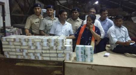 currency seized at new delhi railway station, sealdah duronto currency seized, 24 lakh rupees seized, money caught at new delhi railway station, railway protection force, sealdah train money seizure