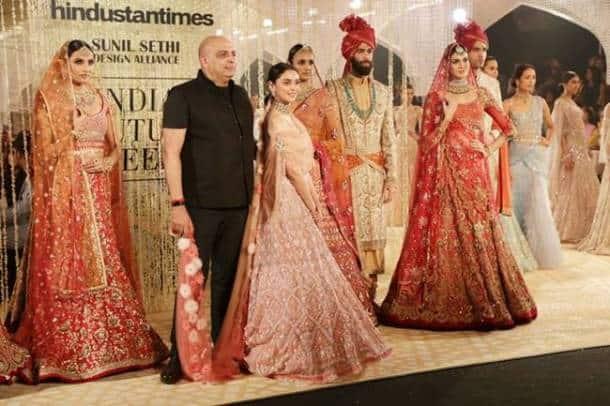 Indian Couture Week 2018, icw 2018, Indian Couture Week 2018 showstoppers, Kareena Kapoor Khan icw, Kiara Advani icw, Shilpa Shetty Kundra Amit Aggarwal, Aditi Rao Hydari Tarun Tahiliani, Kangana Ranaut Anju Modi, indian express, indian express news