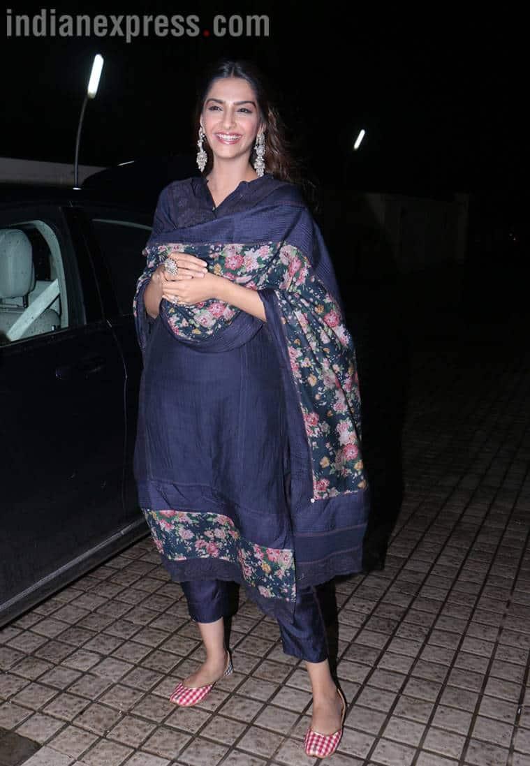 Sonam Kapoor, Dhadak screening, Janhvi Kapoor, Sonam Kapoor navy blue suit Pero