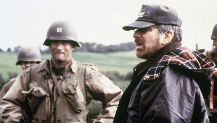 steven spielber and tom hanks during the shooting of saving private ryan