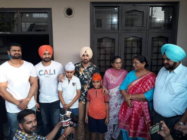 diljit dosanjh with sandeep singh family