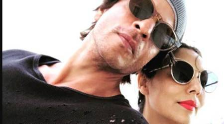 Shah Rukh Khan is all hearts for wife Gauri, shares selfie on Twitter