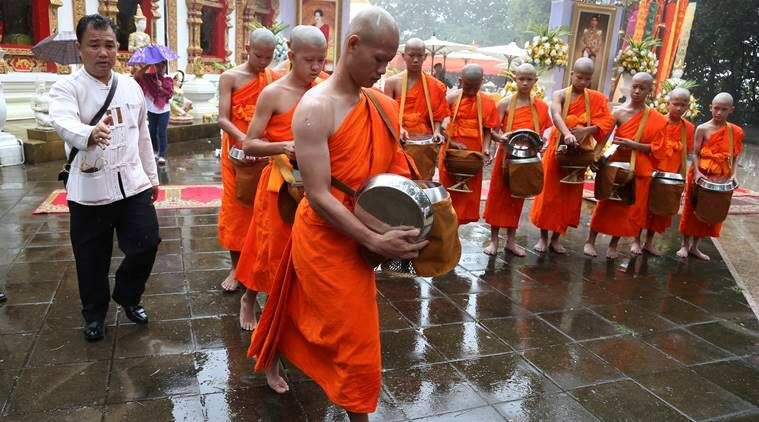 Thai boys turn monks, for 9 days..