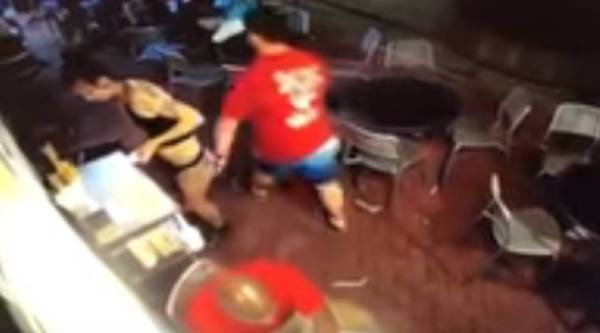 waitress groped, waitress slams man, woman groped hits back, man gropes woman, viral video, indian express, indian express news