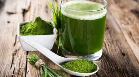 wheatgrass juice, how to detoxify to lose weight, wheatgrass juice detoxify, wheatgrass juice lose weight, gehu ki ghaas health benefits, gehu ki ghaas weight loss, wheatgrass juice health benefits, indian express, indian express news