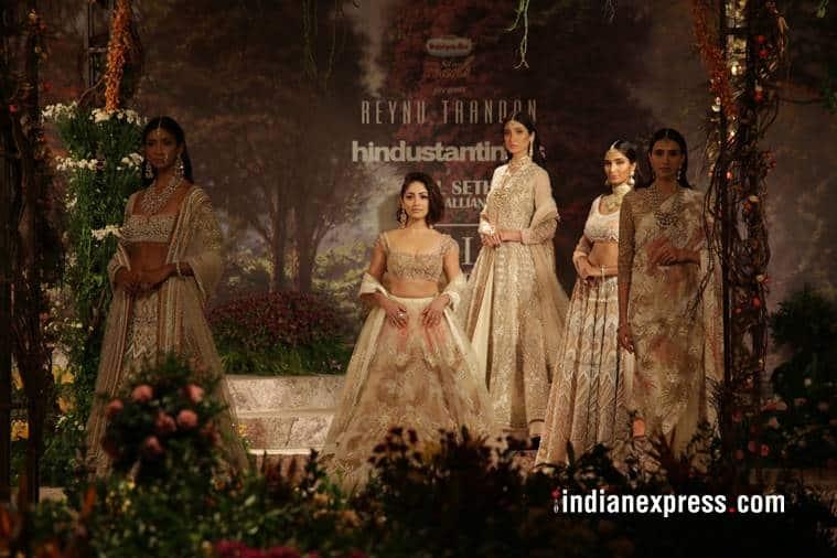 Yami Gautam, Yami Gautam latest photos, Yami Gautam India Couture Week 2018, Yami Gautam Reynu Taandon, Yami Gautam bridal lehenga, indian express, indian express news