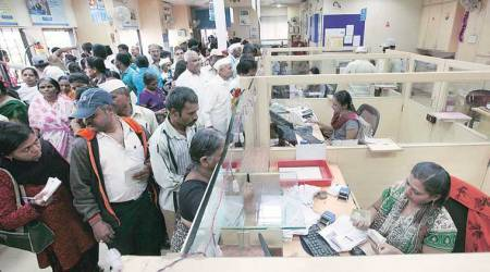 Bank deposit growth lags 10% for a year