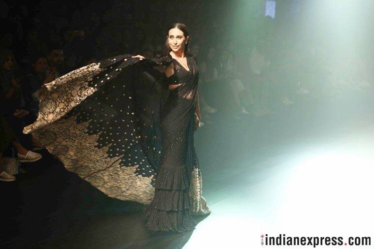 lakme fashion week, lakme fashion week 2018, janhvi kapoor, karisma kapoor, nachiket barve, arpita mehta, janhvi kapoor lakme fashion week, karisma kapoor lakme fashion week, celeb fashion, indian express, indian express news