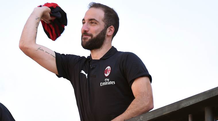 Gonzalo Higuain nears Chelsea switch but won't face Spurs in League Cup, says Maurizio Sarri