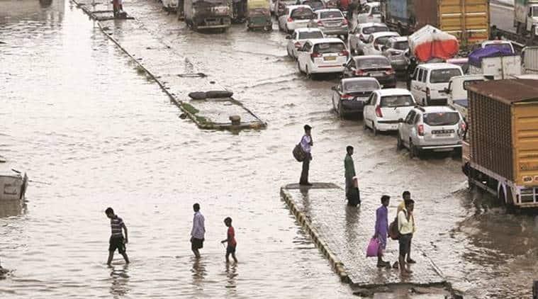 gurgaon rains, gurgaon traffic jam, delhi rains, gurgaon waterlogging, gurgaon rain, traffic jam in delhi, delhi heavy rains, indian express, delhi news
