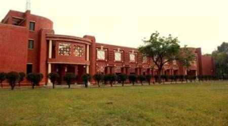 Examine complaints against director: HRD Ministry to IIM-Lucknow