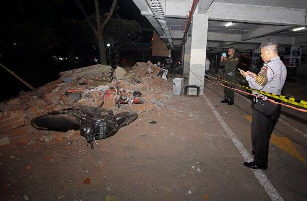 Thousands flee homes as powerful earthquake kills at least 82 on Indonesia's Lombok