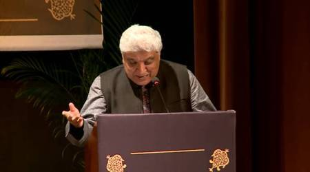 Javed Akhtar reciting his grandfather's poetry 'Use kyun humne diya dil' will leave youspellbound