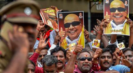 Madras HC allows Karunanidhi to be buried at Marina